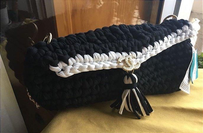 bolsa grande em fio de malha e lycra com corrente dourada ,forrada com ziper