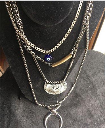 colar em ferro prateado com 4 correntes e 4 pingentes