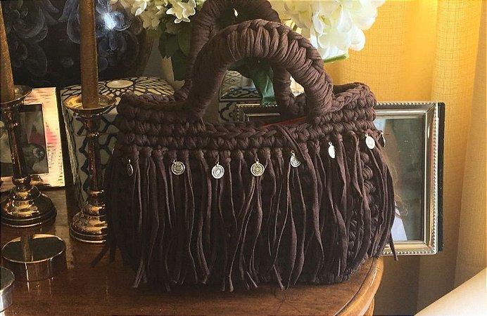 bolsa de mão em fio de malha marrom estilo Boho