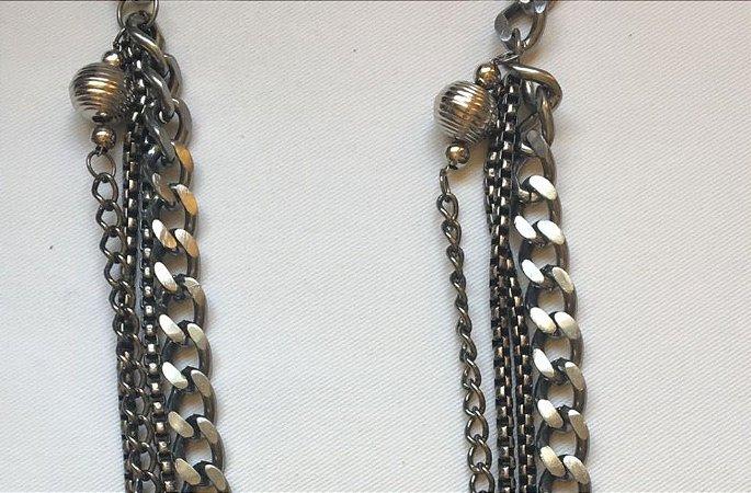 Colar comprido  com 4 correntes em ferro