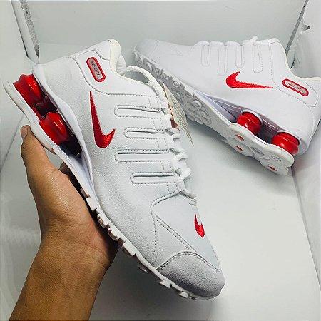 Ténis Nike Shox Nz Branco Com Detalhe Vermelho Com Frete Grátis