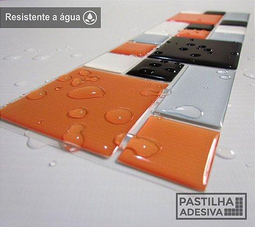 Faixa Mosaico Adesiva Resinada 27x8 cm - AT120 - Laranja Preto