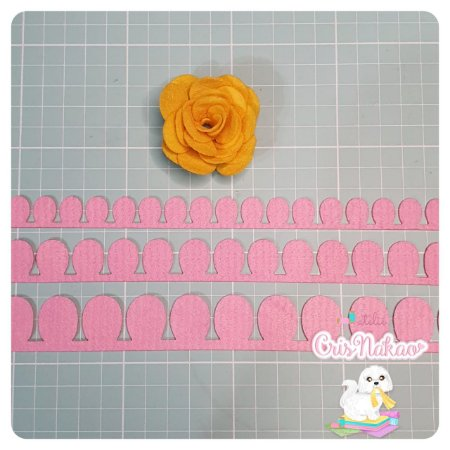 Recortes em Feltro - Rosas modelo 2 - 3 un 2,5cm x 50cm (aprox)
