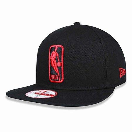 Boné Basic Logo NBA 950 Snapback Preto/Vermelho - New Era
