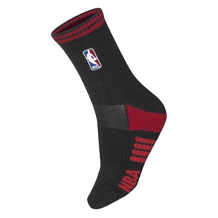 Meia NBA Logoman Cano Médio Preta e Vermelha