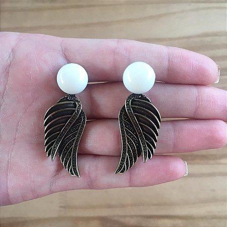 Brinco de botão com asas