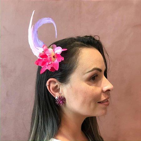 Arranjo com Penas e Flores Rosa para Cabelo de Carnaval