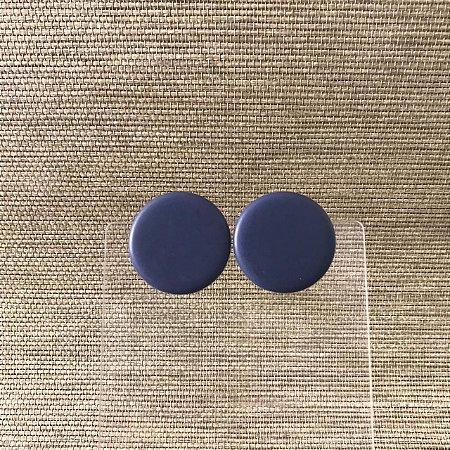 Brinco Botão em Disco Resina Fosca Azul Marinho Camila Vanni