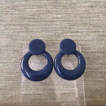 Brinco Botão Fosco com Argola Frente de Resina Azul Marinho Camila Vanni