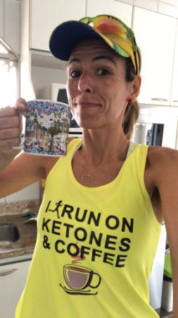 Camiseta I Run on Ketones & Coffee - Regata Dry Fit Feminina AMARELA