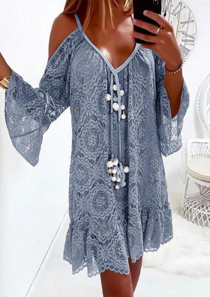 Vestido Feminino em Renda Decote em V com Pompom