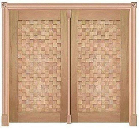 Porta de Abrir 2 Folhas Pivotante Detalhe 420 em Madeira Cedro Arana Montada no Batente de 14 Cm com Pivô - Casmavi
