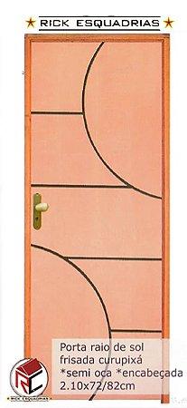 Porta de Madeira Semi-Oca Frisada Raio de Sol Curupixá Encabeçada C/ Fech. T. Golf Montada no Batente Misto 11 cm - Rick Esquadrias