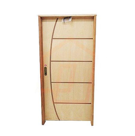 Porta de Abrir (Giro) Belíssima Stander em Madeira Curupixá Riscada Montada no Batente Misto de 14 cm com Fechadura e Maçaneta Taco de Golfe - Rick Esquadrias