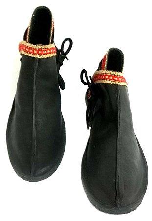 Sapato Sapatilha Alta em Couro com Solado em Pneu Reciclado