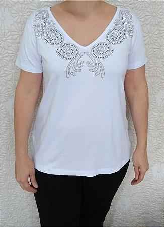 Blusa branca de viscose com detalhes em hotfix