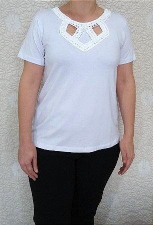 0d3d4639f9 Blusa de viscose branca de manga curta com decote redondo e ...