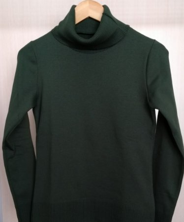 eaa80c2c4 Blusa verde militar de manga comprida com gola role canelada ...