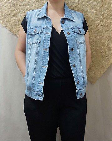 Macacão preto com colete jeans