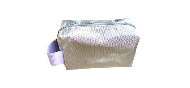 Necessaire quadradinha prata diamante com alça lilás