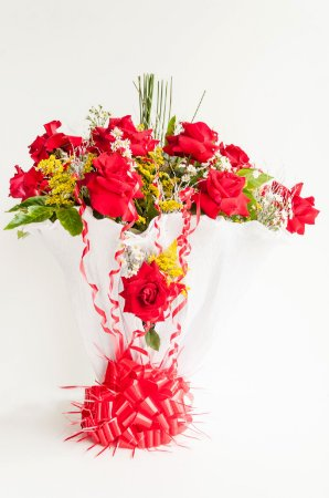 Buquê no Crepom Italiano de Rosas Vermelhas