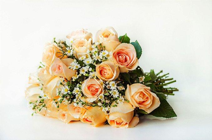Buquê tradicional de 18 rosas champanhe