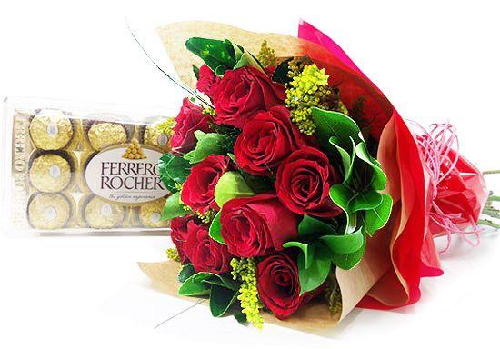 Elegante buquê de rosas com Ferrero Rocher