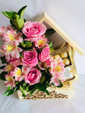 Delicada Casinha de Flores com Ferrero Rocher