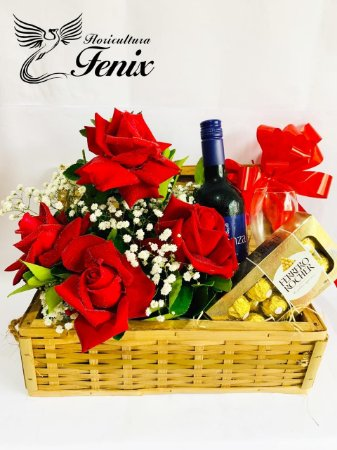 Luxuoso Baú com Rosas, Vinho e Chocolate
