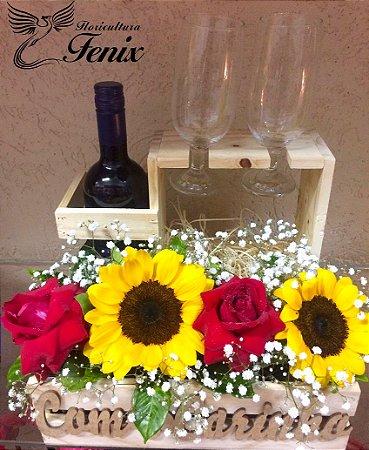 Sofisticado Arranjo de Rosas e Girassóis com Vinho Tinto
