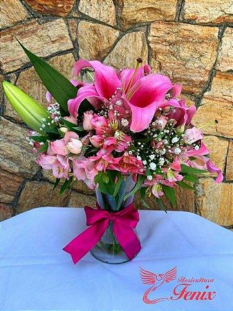 Luxuoso Arranjo Pink de Lírios e astromélias