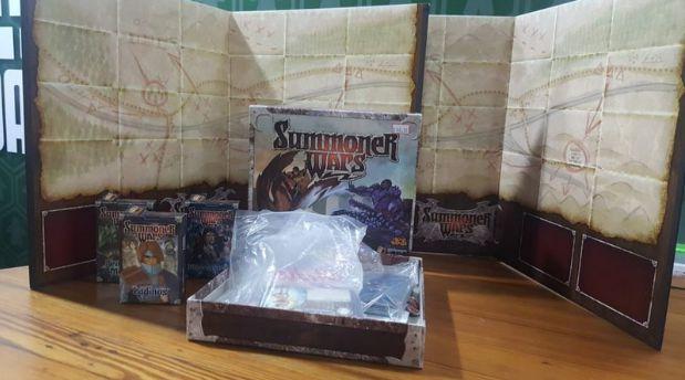 Summoner Wars: Elfos da Fênix vs. Orcs da Tundra + Tabuleiro + 2 Facções (Mercado de Usados)