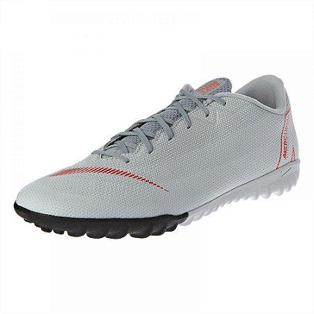 Chuteira Nike Society VaporX 12 Academy - Cinza/Vermelho
