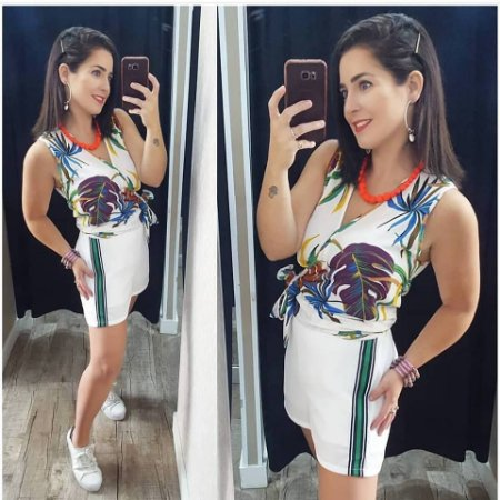 Blusa Soltinha com Estampa de Folhagem