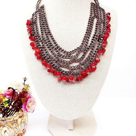 Maxi colar correntes prata com cascalhos e bolas tons coral e vermelho