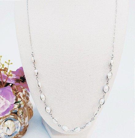 Colar folheado prata longo oval tiffany pérola
