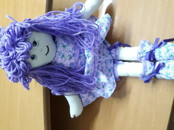 Boneca de tecido lilás