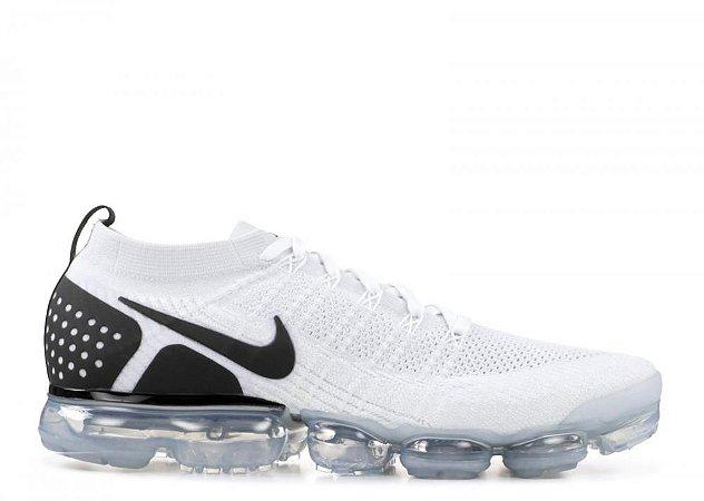 sports shoes e34a3 05a83 Tênis Nike Air Vapor Max Flyknit 2 - Branco e Preto