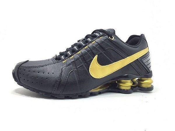 huge discount be41c 72789 Nike Shox Junior Preto e Dourado