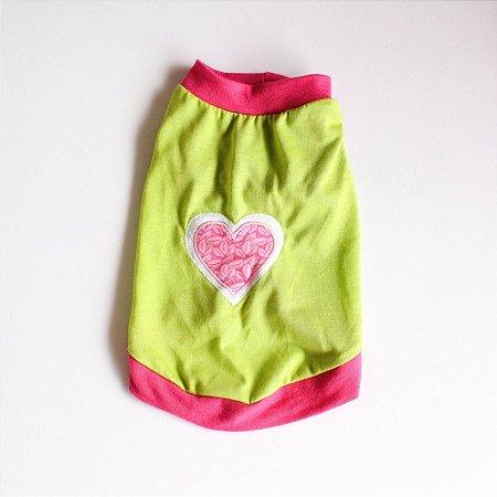 Camiseta Malha Verde/Rosa Coração