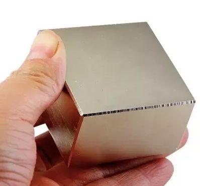 Imã De Neodímio Bloco 50x50x25mm Super Forte Trava Tudo N52 Blocao