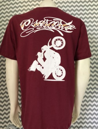 Camiseta vinho