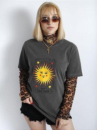 Camiseta Basic The Sun Chumbo Estonada