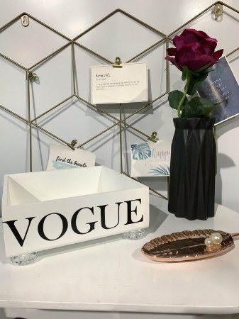 Bandeja Vogue Branca com pé de acrílico