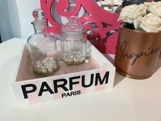 BANDEJA Parfum Paris com Pelucia