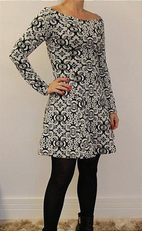 Vestido curto manga longa estampa preta e branco maravilhosa