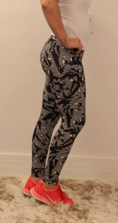 Calça legging com estampa preta e branco ** DESCONTO SOMENTE HOJE