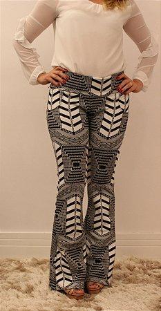 Calça feminina modelagem flare em tecido jacquard  mega tribe divina