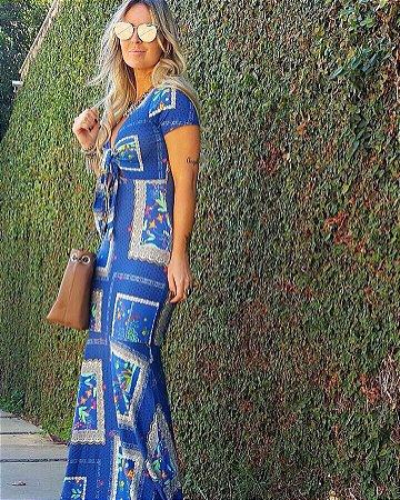 Vestido longo azul com linda estampa retract