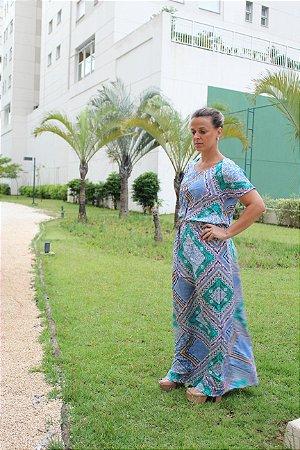 Vestido longo com estampa geométrica em tons de azul e verde